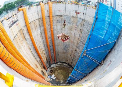 We used a reinforced concrete diaphragm wall built in situ for this cable tunnel project
